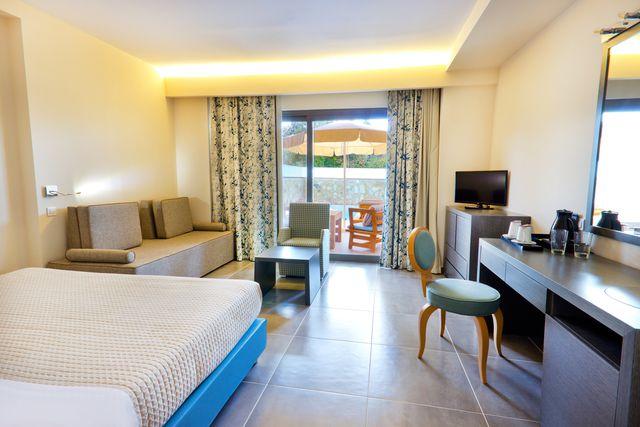 Alea Hotel & Suites - Малък апартамент със собствен басейн